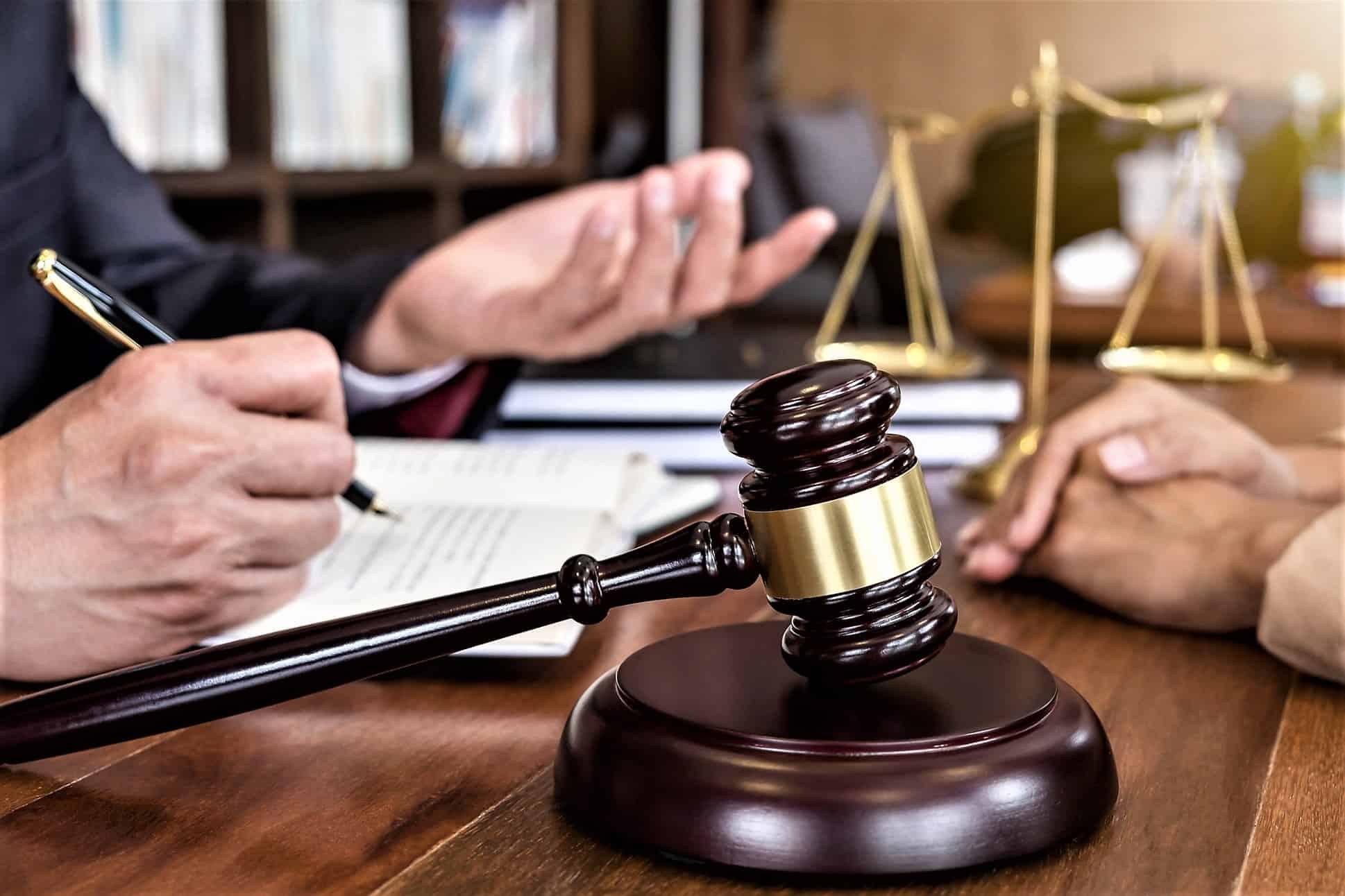 Ceza davaları için alanında uzman ve tecrübeli bir ceza avukatına ihtiyaç duyulur.